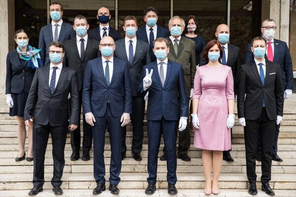 Banditi 2020: Zahalená tvár, kolty netreba, kradnú v rukavičkách