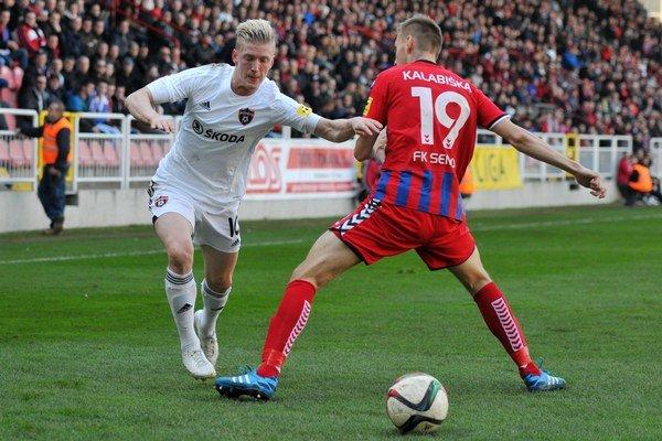 Kalabiška fauloval Vlaska a rozhodca nariadil pokutový kop, po ktorom strelil Erik Sabo jediný gól Trnavy.