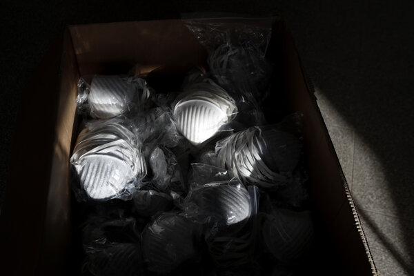 Škatuľa s respirátormi (ilustračné foto).