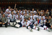 Radosť slovenských hokejistov po MS 2002.