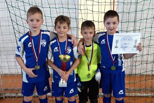 Štvorčatá Lenčéšovci z Močenka čoskoro oslávia 9 rokov. Zľava Filip, Miška, Lukáš a Jakub.