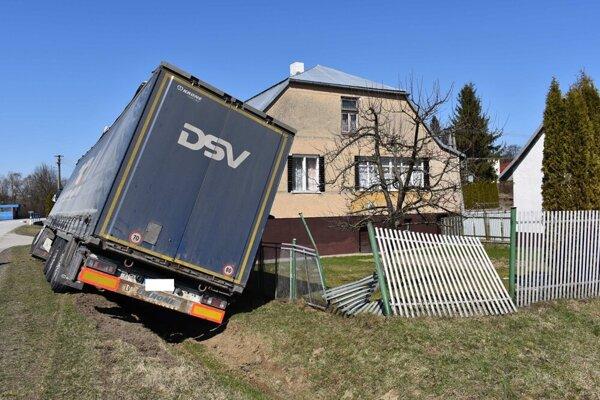 Nehoda kamióna v Borove.