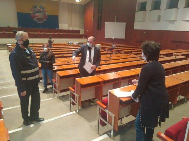 Príprava na mestské zastupiteľstvo.