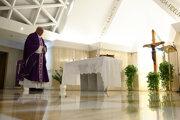 Pápež František počas štvrtkovej omše.