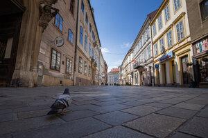 Vyľudnené ulice historického centra Bratislavy (25. 3. 2020).