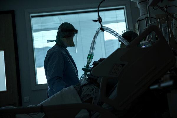 V Belgicku bolo v pondelok zaznamenaných ďalších 98 úmrtí spojených s chorobou COVID-19.