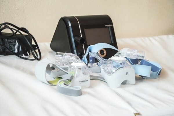 Ventilátor nižšej triedy s maskami.