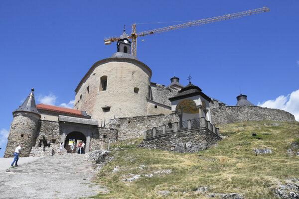 Do konca roka môže byť z hradu odstránený žeriav.
