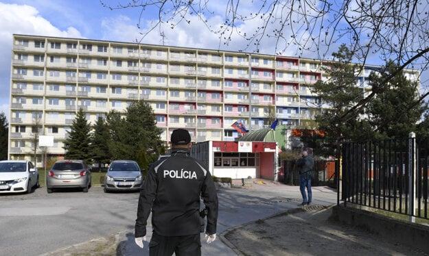 Na stredoškolských internátoch Medická 2 v Košiciach umiestnili približne 200 repatriantov, Slovákov, ktorí  sa vrátili z Veľkej Británie a musia byť povinne umiestnení do karantény.