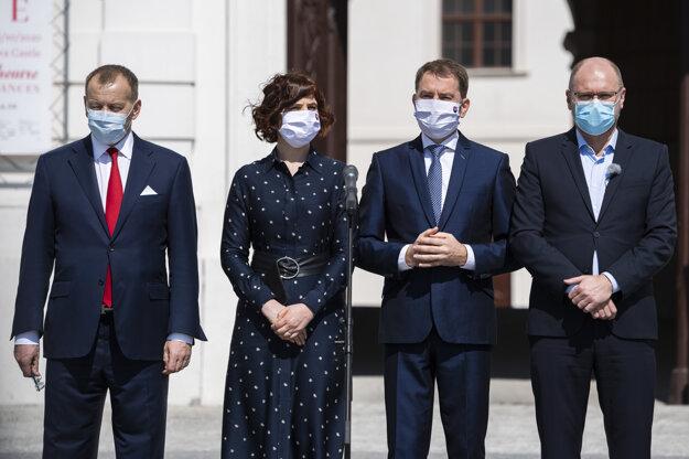 Zľava líder hnutia Sme rodina Boris Kollár, podpredsedníčka strany Za ľudí Veronika Remišová, líder hnutia OľaNo Igor Matovič a predseda strany SaS Richar Sulík.