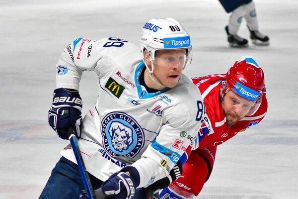 Lane Scheidl sa môže pochváliť aj 34 zápasmi vAHL za farmu San Jose Sharks vo Worcesteri.