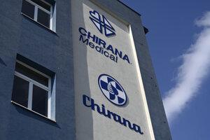 Predseda vlády Igor Matovič navštívil spolu s ministrom zdravotníctva Marekom Krajčím spoločnosť Chirana, kde symbolicky podpísali zmluvu o záväzku spoločnosti vyrábať a dodať 300 pľúcnych ventilátorov pre slovenské nemocnice.
