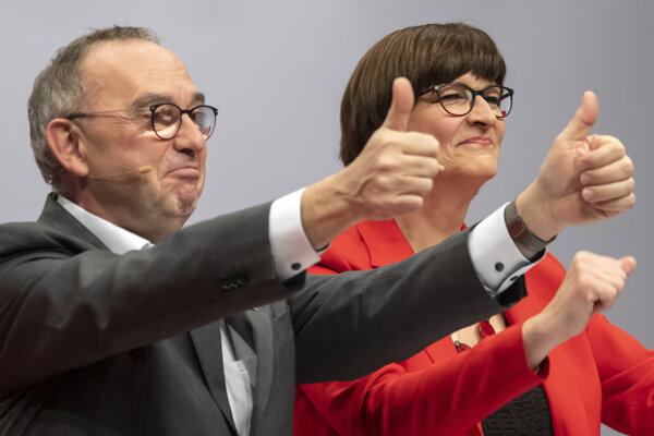 Nemeckí sociálni demokrati v prieskume predbehli zelených
