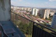Výhľad z internátu na Medickej ulici, kam sú repatrianti umiestňovaní do karantény.