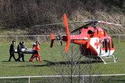 Po muža musel priletieť záchranársky vrtuľník.