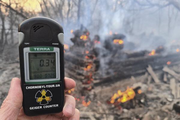 Meranie radiácie pri požiari v zóne.