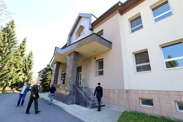 Štátny veterinárny ústav vo Zvolene s celoslovenskou pôsobnosťou.