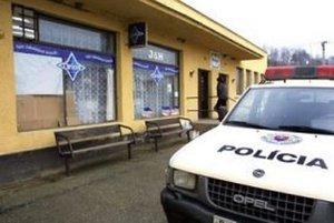 Polícii ráno nahlásili vlámanie do miestnych potravín.