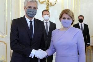 Prezidentka Zuzana Čaputová (vpravo) vymenovala za ministra zahraničných vecí a európskych záležitostí Ivana Korčoka.