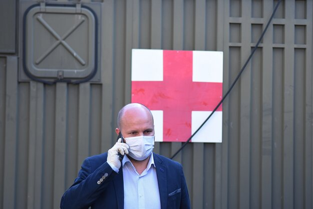 Jaroslav Naď navštívil Ústrednú vojenskú nemocnicu SNP Ružomberok, aby skontroloval jej pripravenosť na fungovanie v stave červenej nemocnice.