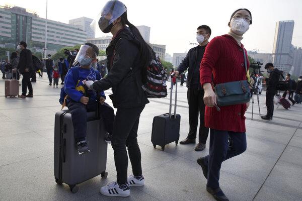 Koronavírus: Do ulíc Wu-chanu sa vrátili ľudia.