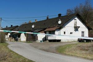 Lokalita Stará Maša v Krompachoch. Strážia ju policajti.