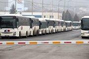Veľká časť autobusov SAD Zvolen v týchto dňoch stojí.