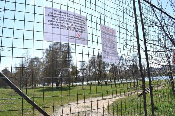 Mestská časť uzavrela populárny rekreačný areál pri košickom jazere.