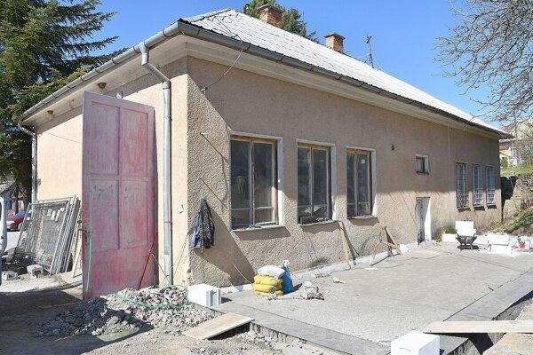 Oprava hasičskej zbrojnice v Milochove.