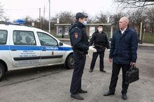 Ruskí policajti zastavili muža v Moskve