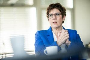 Na archívnej snímke z 8. apríla 2020 predsedníčka nemeckej Kresťanskodemokratickej únie Annegret Krampová-Karrenbauerová.