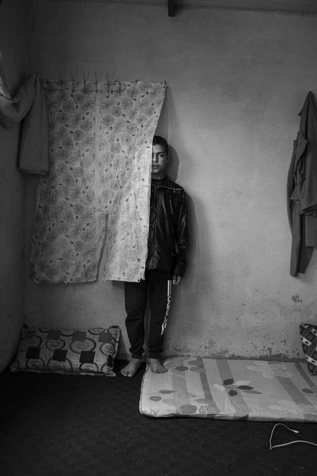 Adam Ferguson pre The New York Times. Časť série, ktorá získala prvú cenu v kategórii Portréty. Jitana uniesli v roku 2014 a teraz hovorí arabsky lepšie ako rodnou kurdštinou.