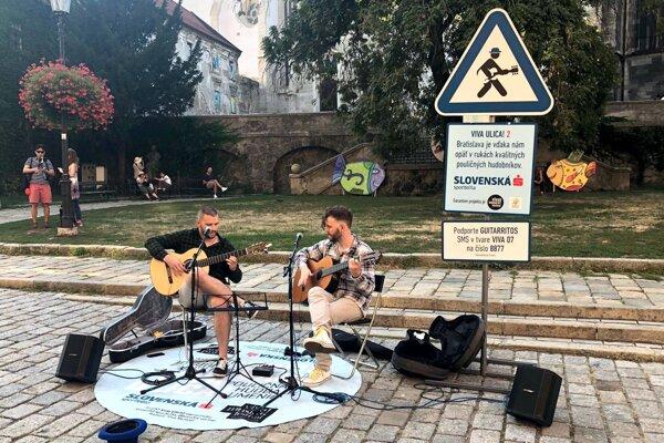 V minulosti mal Viva Musica! Festival úspešný projekt pouličného hrania Viva ulica. V čase koronakrízy prídu hudobníci zahrať na sídliská pod balkóny.