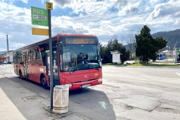 Autobus v Trenčíne.