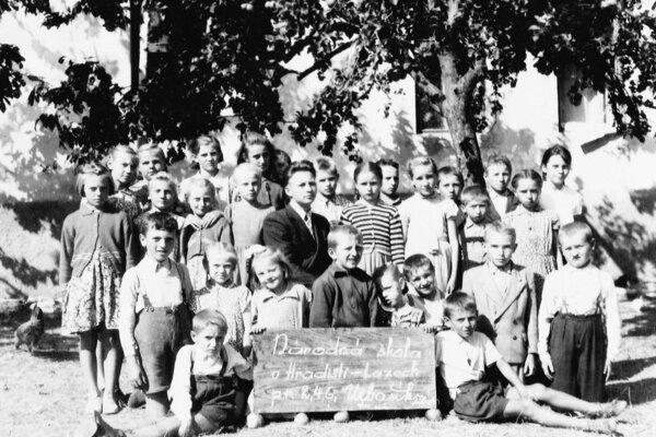 Tibor Urbašík počas svojho pôsobenia v škole na Hradištských lazoch.