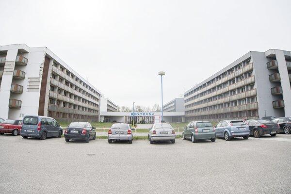 Ubytovňa v Gabčíkove, ktorá slúži ako karanténa pre ľudí, ktorí prišli zo zahraničia kvôli vírusu Covid-19.