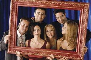 Americký sitkom Priatelia sa začal vysielať v roku 1994, mal desať sérií a 236 častí.