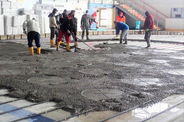 Realizácia nových rozvodov pre ľadovú plochu srozmermi 60 m x 29 m sohrevom podložia.