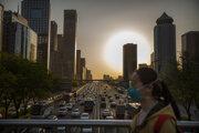 Premávka v Pekingu 23. apríla.