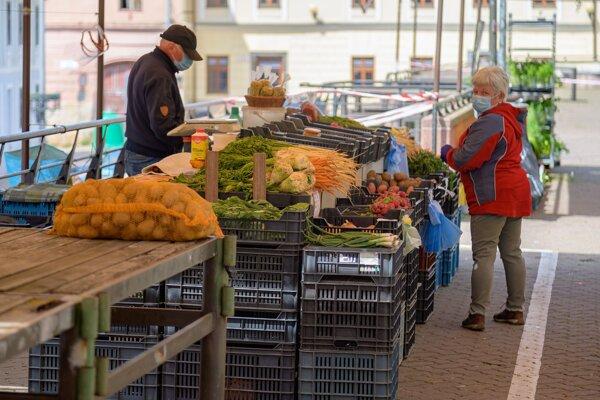 Trhovisko na Moysesovom námestí sa bude tento týždeň už zapĺňať viac, predajcovia privezú  aj žiadané priesady.