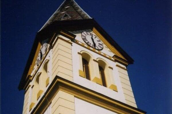 Zvonica je dodnes symbolom starej Sásovej.