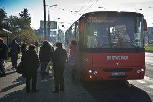 Autobus Bratislavskej integrovanej dopravy.