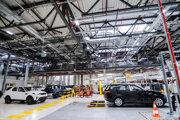 Prehliadka výroby nových terénnych vozidiel Land Rover Defender vo výrobných priestoroch závodu Jaguar Land Rover pri Nitre.