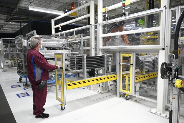 Okrem vozidiel produkuje prevodovky, komponenty pre prevodovky a podvozky, ako aj zariadenia používané pri výrobe vozidiel.