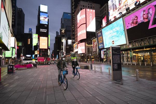 Times Square v New Yorku je už niekoľko týždňov prázdne.