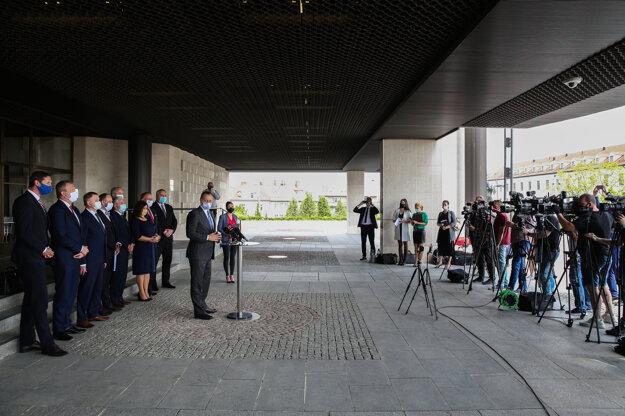 Brífing po rokovaní predsedu NR SR so zástupcami Združenia samosprávnych krajov SK 8 o vzájomnej spolupráci SK 8 s Národnou radou SR.