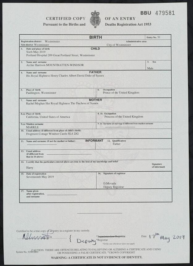 Rodný list Archieho Harrisona Mountbattena-Windsora, prvorodeného potomka britského princa Harryho a jeho manželky Meghan.