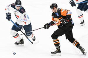 R. Bondra (vľavo) sa po sezóne v Slovane bude možno sťahovať do Michaloviec.