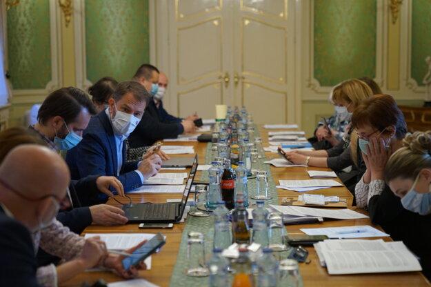 Koronavírus na Slovensku: Stretnutie predsedu vlády Igora Matoviča s epidemiológmi.