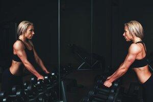 Cvičíte každý deň. Aj za predpokladu, že ste vo vynikajúcej forme, každodenným cvičením si môžete ublížiť, pretože telo nemá dostatok času na regeneráciu. Ak ste začiatočník, regenerovať by ste mali každý druhý deň, pokročilí cvičenci zhruba po troch dňoch.